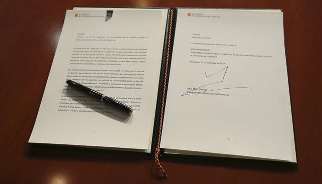 Decret 9-N signat per Artur Mas.