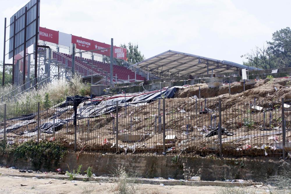 Retirada graderies amb el descens del Girona FC a Segona Divisió.